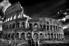 ER COLOSSEO B&W (Illusiontom) Tags: sky bw white black roma history clouds photoshop nikon nuvole tourists bn colosseum cielo capitale nikkor bianco nero hdr turisti colosseo 1870 storia thebigone photomatix d80 illusiontom indipendentphotos