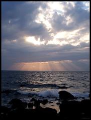 Filtri di luce (federica84) Tags: winter light sea sky sun water clouds tramonto nuvole mare cielo luci sole acqua inverno riflessi livorno raggi onde scogli orizzonte schiuma quercianella increspature rogolo