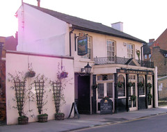Picture of Coach And Horses, SW13 9LW