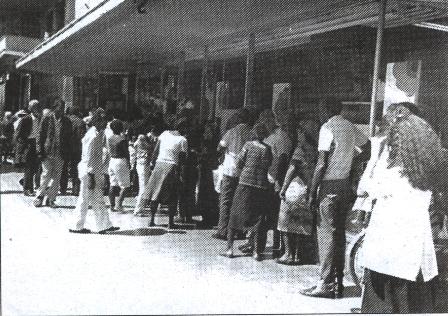Cola para comprar hamburguesas. Cuba 1993