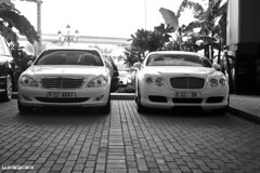 Bentley Continental GT (Waqar_Ahmed) Tags: white mall dubai uae continental emirates moe gt canonefs1855mm bentley w12 bentleycontinentalgt grandtourer canoneos400d