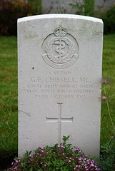 G.E. Chissell, Royal Army Medical Corps, 1917, War Grave, Lijssenthoek (PaulHP) Tags: ww1 world war one frst headstone marker grave military cemetery cwgc belgium ge george edwin chissell capt captain 29th october 1917 ramc royal army medical corps attached 1st bn battalion rwf welsh fusiliers mc cross lijssenthoek tom sarah oakley house wimbourne dorset middlesex hospital doctor