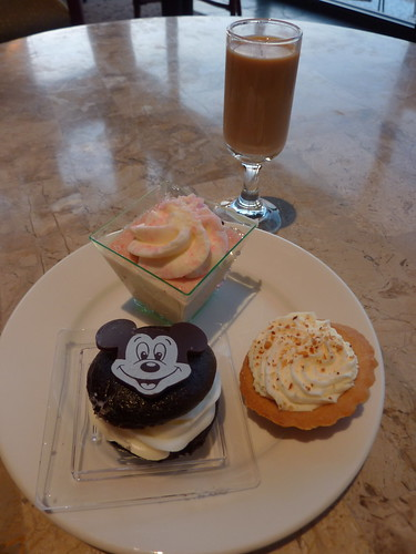 More cordials and dessert at the Polynesian!