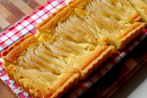 Zig zagged Pear tart slices