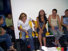 Aluna de Inglês Sorrindo / English Students Laughing Their Heads Off