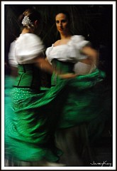 93/366 Flamenco (Janey Kay) Tags: life people green night dark walking person noche dance spain groen leute dancing gente nacht action candid streetphotography running dancer vert movimiento personas alicante bewegung movimento 2008 espagne nuit personnes notte gruen personne flamenco spanien dunkel leben vita gens active mouvement vie tanzen obscur azione marcher courir surlevif nikkor18200mmvr twtme nikond80 artlibre anawesomeshot infinestyle nikkor18200mmf3556vr cmwdgreen olequebonito janeykay momvement