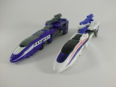Transformer Astrotrain Classic Henkei - modo tren vs. Versión Hasbro