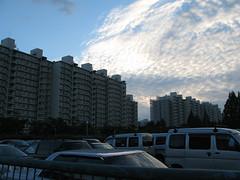 suburbia (raoul.ruoff) Tags: tokyo himmel architektur blau abendstimmung minaminagareyama wohnblcke