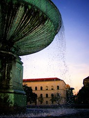 The Fountain (caruba) Tags: fall water fountain germany munich evening brunnen 2007 lmu ilovethisplace unimnchen geschwisterschollplatz ludwigstrasse ludwigmaximiliansuniversitt caruba ludwigmaximiliansuniversitaet munichyourcity unimuenchen