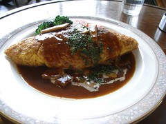 an omlet containing fried rice オムライス