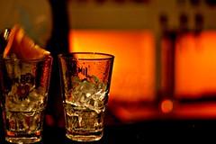 JIM BEAM (tramonti dell'est) (AlbySpace) Tags: albyspace jimbeam reddish bicchieri ice glasses ghiaccio bar drogheria