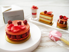 Miniature 'Pierre Herme' toys (Jen44) Tags: pink white dessert toy toys miniatures miniature pierre small tiny sweets rement pierreherme megahouse herme
