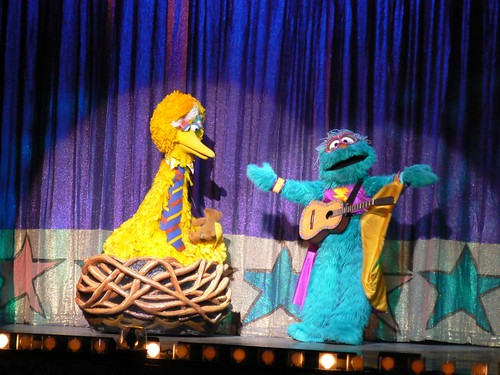 Muchacha Fantastica helps Big Bird