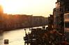 canal grande, venezia (el_mo) Tags: venice sunset sun water river boats dawn boat canal grande tramonto fiume barche venetian acqua venezia canale canalgrande bigcanal