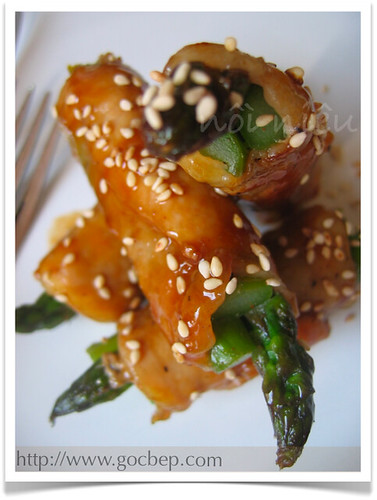Asparagus wrapped with pork in teriyaki sauce