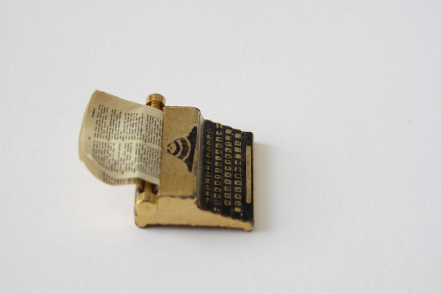 Miniature typewriter
