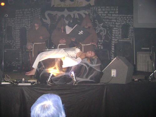 Banda Sastras encenando um Ritual antes do Show