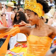 Orange attraction (Xavier Donat) Tags: street carnival people music orange smile rio brasil riodejaneiro square mulher laranja desfile linda moa bonita carnaval leader crown sorriso rua dana aovivo coroa cultura ipanema maracatu bloco povo tradicional riomaracatu d300 msicatradicional cfrj