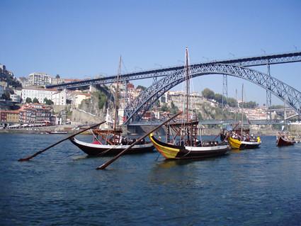 Rábelas navegando por el Duero (Oporto)