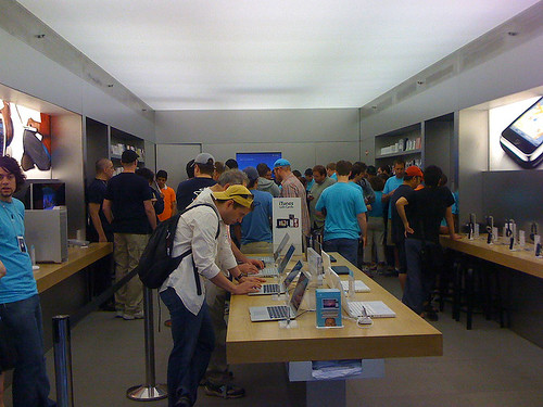 Bethesda Row Apple Store iPhone 3G customers - Taken With An iPhone