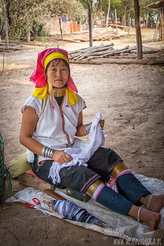 Kobiety z długimi szyjami są również w Bagan