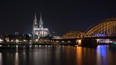 Koeln_Dom_Hohenzollernbruecke (lotharmeyer) Tags: köln dom rhein nrw nikon nachtaufnahme night blue philharmonie altstadt