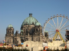 Berliner Dom und Karussell