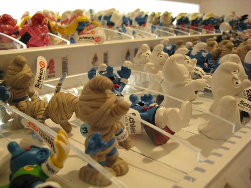 Smurfs in FAO Schwartz store