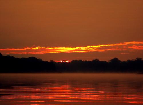 AMANECER EN EL RÍO AMAZONAS 1 / SUNRISE IN AMAZON RIVER 1