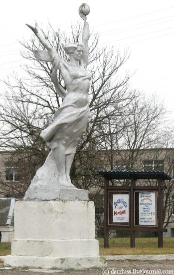 korelichi_statue