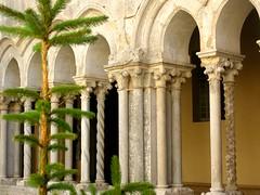 chiostro dell'abbazia di Fossanova, (g.fulvia) Tags: abbey italia arches cloister architettura chiostro lazio archi abbazia fossanova cistercense arcate mywinners bellitalia