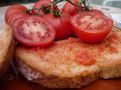 receta del auténtico pan con tomate o pa amb tomaquet