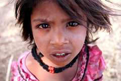 Little girl  Mandu (Jules1405) Tags: world street travel portrait people india girl face kids children asian julien kid asia child little indian asie inde pradesh mandu madhya reflectionsoflife lovelyphotos jules1405 unseenasia mailler asiatiquestravel