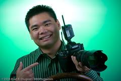 Son's D3 (rrdphoto) Tags: show camera green point nikon meetup cincinnati hold d3 strobist cincystrobistmeet0308 cameraclubofcincinnati ccofc