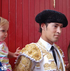 Pincettgrepp p Traje de Luz (SweStAna) Tags: espaa white gold spain corrida teruel oro matador torero tauromaquia bullfights d40 trajedeluz
