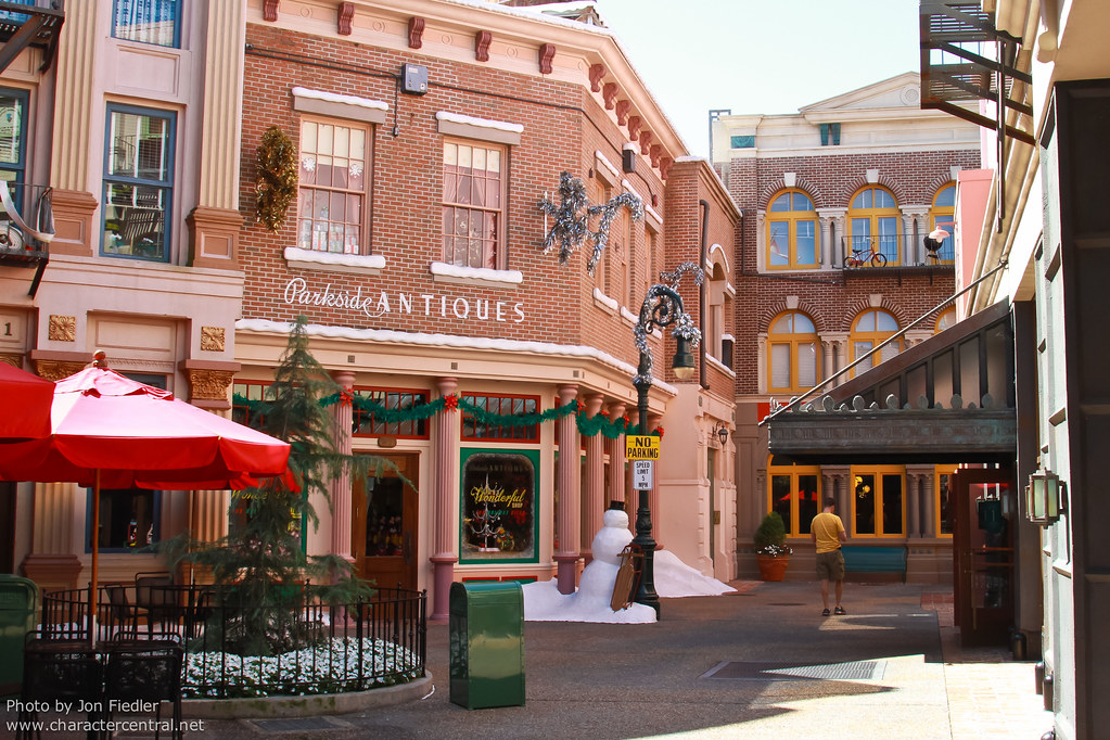 Streets Of America At Disney Character Central