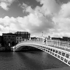 The Halfpenny Bridge, formerly The Wellington Bridge, Dublin (Tom Fox Photography) Tags: dublin bridges bwphoto halfpennybridge dublincity dublintourism dublinbridge wellingtonquay dublinsites dublinbridges thewellingtonbridge