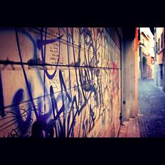 Vanishing Writing Table (pierofix) Tags: street city blue houses urban italy yellow writing point graffiti italia afternoon blu garage centre centro perspective case giallo urbano vanishing vicolo sampietrini citt friuli prospettiva udine scritte pomeriggio friuliveneziagiulia sottomonte udcitt