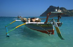 Maluk (Indonesia) - Outrigger boat ( V ) Tags: beach indonesia boat asia southeastasia fishingboat lembongan 5photosaday