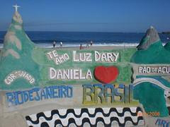 mensagem de amor a filha e esposa na areia da praia de Copacabana