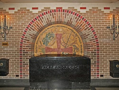 Pauper Servus et Humilis, Oratoire St-Joseph