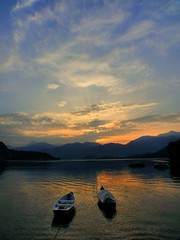 Barques  Lenno, Lac de Cme, Italie 2007 (Baloulumix) Tags: friends mer color art nature landscape photography photo julien interestingness eau photographie lumire couleurs peaceful tranquility paisaje beaut ii zen serenity fabulous  paysage picturesque plage couleur  paesaggio tranquilit  douceur smrgsbord photographe            blueribbonwinner  aworkofart    lifebeautiful onlythebestare fotogezgin baloulumix  balolumix aloulumix  fourniol fournioljulien julienfourniol