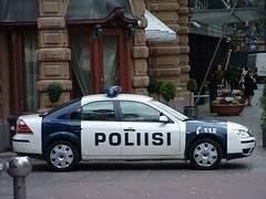 Voiture de police finlandaise / Finnish Police car (blafond) Tags: car suomi finland helsinki police finnish fordmondeo esplanadi finlande poliisi finlandaise