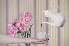 362 (Rafi Moreno) Tags: claveles flores proyecto365fotos 365proyect rafi canon composición rayas stripe taza cup cafe hand mano pale soff vintage retro