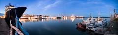 Port de Brest (Kambr zu) Tags: 14mm abeillebourbon balises bateaux boat breizh brest bretagne brittany ciel erwanach finistère grues kambrzu merdiroise nikon pharesetbalisesdebrest portdeco portdecommerce poselongue radedebrest remorquerdehautemer remorqueur samyang sea ultragrandangle