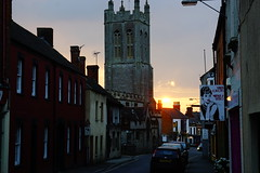 Glastonbury Sunset (JamieHaugh) Tags: glastonbury somerset england sony a6000 sun sunset church road street sky outdoors shops cars evening buildings architecture