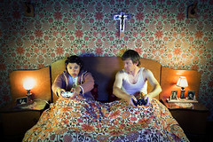 Nid douillet ou la fureur de vaincre (gillespinault) Tags: old flowers wallpaper game vintage evening bed bedroom couple pattern jesus xbox lovers gamer crucifix gamepad routine