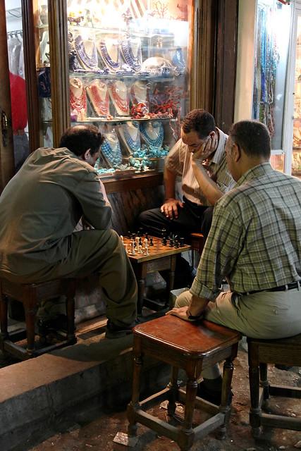 エジプト、カイロ、チェスをする人達