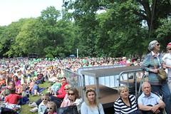IMG_7509 (undercover.de) Tags: park volkswagen im sommer ballon ag grün weller sonne financial services braunschweig besucher undercover sonnenschein orchester klassik 13000 vwfsag muschelbühne
