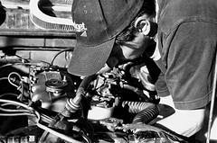 Arreglando el auto (fcoramirez (NO VIDEOS)) Tags: auto blancoynegro amigo mecanico ltytr2